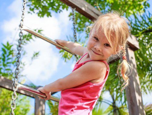 the-girl-on-the-playground-RG26Q4V.jpg